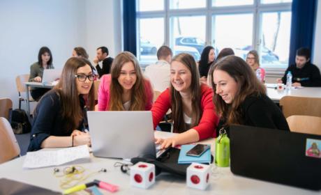 Přijímací zkoušky na bakalářské studijní programy s nástupem v ZS 2021/2022 pokračují