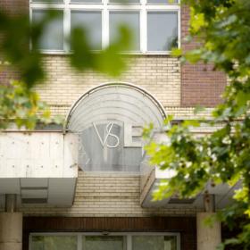 Opatření rektorky k organizaci výuky v ZS 2020/21 a provozu školy přijaté v návaznosti na Nařízení HSHMP č. 12/2020 ze dne 18. 9. 2020 a platných opatření Ministerstva zdravotnictví ČR