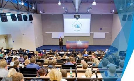 Cenu rektora VŠE za prestižní publikaci 2020 v kategorii knižní publikace na 1. místě získal autorský tým vedený doc. Martinem Pěluchou